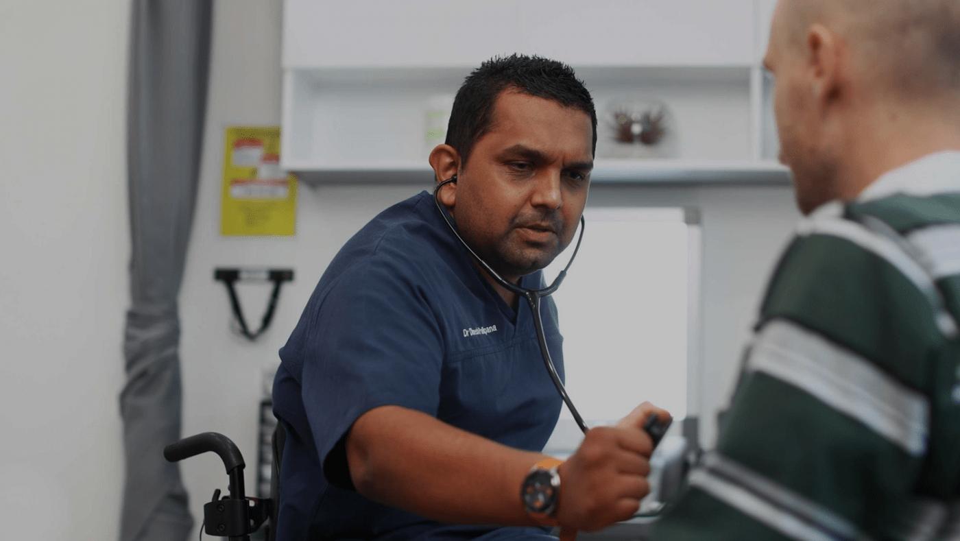 Arzt mit Tetraplegie